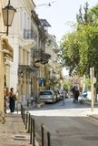 Ulica w Ateny, ludzie chodzi puszek uliczny Ateny, Grecja Obrazy Royalty Free