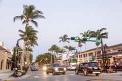 Ulica w Naples przy półmrokiem, Floryda zdjęcie royalty free