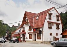 Ulica w Otrębiastym miasteczku Rumunia fotografia stock