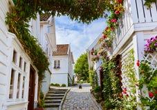 Ulica w starym centre Stavanger, Norwegia - Zdjęcie Royalty Free