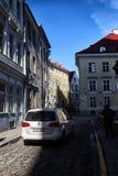 Ulica w Tallin domach na nim i mieście Fotografia Stock