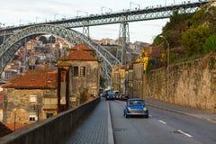 Ulica w Vila Nova De Gaia i widok Dom Luis Porto, przerzucam most Obrazy Royalty Free