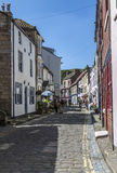 Ulica w wiosce Staithes, N Yorks, Anglia Obraz Royalty Free