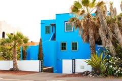 Ulica z błękit palmami i domami Wyspy Kanaryjska, Tenerife, zdrój Zdjęcia Royalty Free