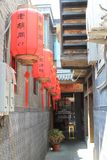 Ulica z czerwonymi lampionami w Pekin obraz royalty free