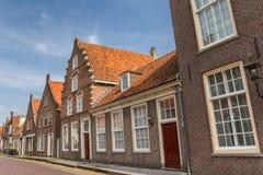 Ulica z historycznymi domami w Monnickendam Obrazy Stock