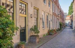 Ulica z starymi domami w dziejowym centrum Zwolle zdjęcia royalty free