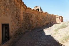 Ulica z Starymi domami w Hiszpańskiej wiosce zdjęcia stock