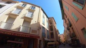 Ulicy Collioure i turystów ludzie w Pyrenees orientales, Francja zbiory wideo