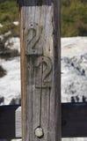 Ulicy liczba, 22 na Drewnianym słupie Fotografia Royalty Free