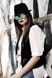 Ulicy ` n ` rolki rockowa dziewczyna Fotografia Stock