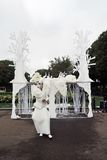 Uliczna aktor kobieta wykonuje w Gorky odtwarzania parku w Moskwa Zdjęcie Royalty Free