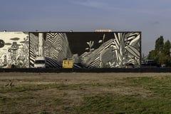 Uliczna graffiti sztuka w czarny i biały w mieście Rotterdam zdjęcia royalty free
