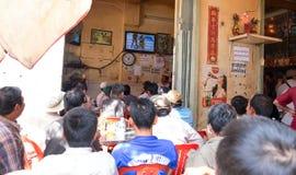Uliczna kawiarnia jest transmitującym Tajlandzkim boksem Obrazy Stock
