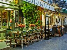 Uliczna kawiarnia w Mougins przy nocą, Francja zdjęcie royalty free