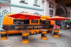 Uliczna kawiarnia w przyczepie zdjęcia royalty free