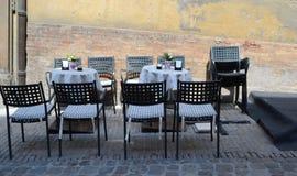 Uliczna kawiarnia w Urbino, Włochy - Obraz Stock