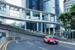 Uliczna scena śródmieście przy dniem w Chiny Zamazanego taxi samochodowy ruch na drodze zdjęcie royalty free
