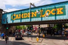 Uliczna scena przy Camden kędziorkiem, Londyn, UK Obrazy Royalty Free