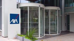 Uliczna signage deska z AXA logem zbudować nowoczesnego urzędu Redakcyjny 3D rendering Fotografia Royalty Free