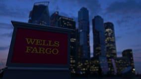 Uliczna signage deska z Wells Fargo logem w wieczór Zamazany dzielnica biznesu drapaczy chmur tło editorial Fotografia Royalty Free