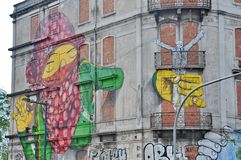 Uliczna sztuka Os Gemeos w Lisbon Zdjęcia Stock