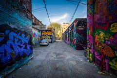 Uliczna sztuka w graffiti alei w moda okręgu Toronto, zdjęcie stock