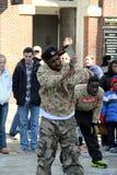 Ulicznego wykonawcy zabawni obserwatorzy, Boston, 2014 zdjęcie royalty free