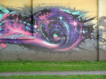 Uliczni abstrakcjonistyczni graffiti w jardzie obrazy royalty free