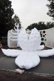 Uliczni aktorzy wykonują w Gorky odtwarzania parku w Moskwa Obrazy Royalty Free
