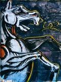 Uliczni graffiti na społeczeństwo ściany latającego konia pegazie Novi smutny Serbia 08 14 2010 Fotografia Royalty Free