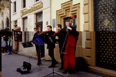 Uliczni muzycy w centrum Lviv, Ukraina, Obrazy Royalty Free