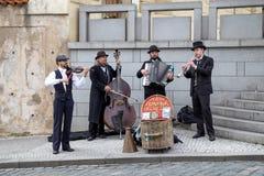 Uliczni muzycy w Praga Zdjęcia Stock
