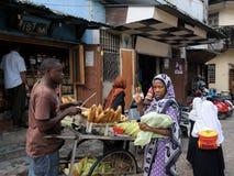 Uliczni sprzedawcy w Afryka, Tanzania Obraz Royalty Free