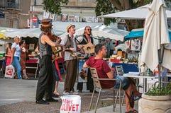 Uliczni wykonawcy robi przedstawieniu widz w Avignon Fotografia Stock