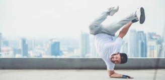 Uliczny artysta breakdancing outdoors Fotografia Stock