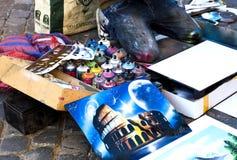 Uliczny artysta rysuje Colosseum kiści puszek farbą Zdjęcia Royalty Free