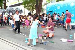 Uliczny busker w Singapur Obrazy Royalty Free