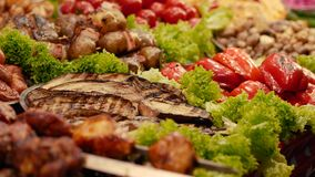 Uliczny jedzenie gotujący na grillu zbiory