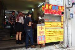 Uliczny jedzenie i przekąska blisko Senado Obciosujemy w Macau Zdjęcia Royalty Free