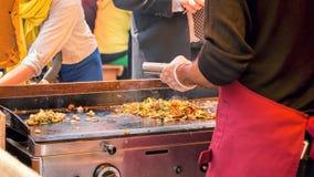 Uliczny jedzenie, Piec na grillu warzywa i mięso Zdjęcia Royalty Free