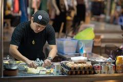Uliczny jedzenie przy noc rynkiem w Hua Hin obraz royalty free