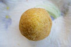 Uliczny jedzenie: smażący arancini Obrazy Stock