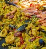 Uliczny jedzenie w Francja, świeży przygotowany paella z ryżowym i morze f, fotografia royalty free