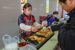 Uliczny jedzenie w przystanku autobusowym od długiego sposobu od shang hai miasta Yiwu miasto obraz royalty free