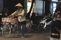 Uliczny karmowy sprzedawca w Hanoi Wietnam Zdjęcie Royalty Free