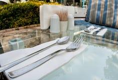 Uliczny kawiarnia stół Zdjęcia Royalty Free