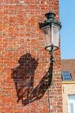 Uliczny lanter i ściana z cegieł Obraz Royalty Free