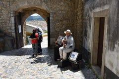 Uliczny muzyk w Obidos, Portugalia Zdjęcia Royalty Free