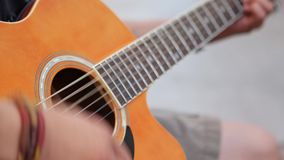 Uliczny muzyka spełnianie przy Izmir - INDYCZA ulica która jest turystycznym miejscem w Izmir zbiory